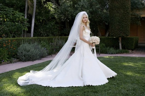 Avril-Lavigne-Wedding-Dress