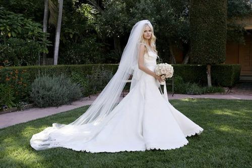 Avril-Lavigne-Wedding-Dress