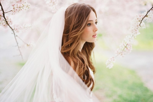 wedding-veil-natural-wavy-hairstyles-for-long