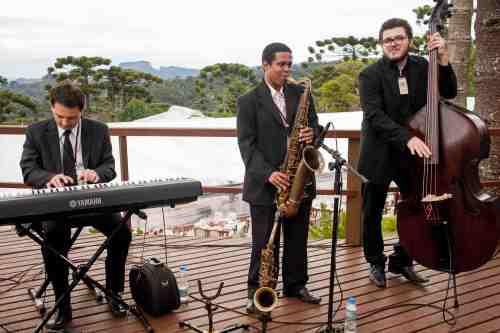 os convidados foram recepcionados pelo Trio de jazz Castello Produções
